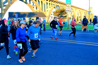 2017 Newport Bay to Brews Half/10k Start